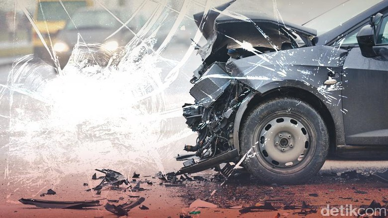 Toyota Avanza Terbakar di Km 47 Tol Karawang, Lalin Padat 7 Km