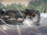 Pikap Bermuatan Sayur Kecelakaan di Tol Cawang Arah Grogol