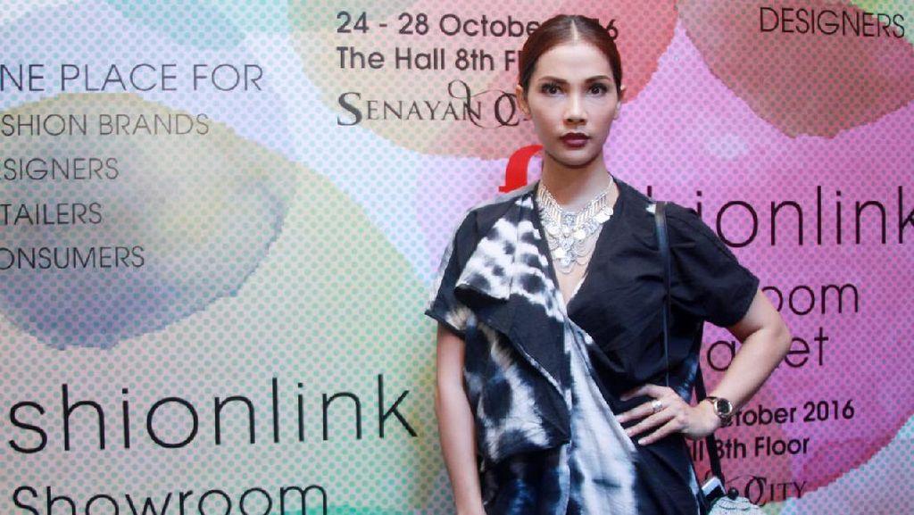 Nadia Mulya Selalu Usahakan Tiga Anaknya Ikut ke Mana Saja