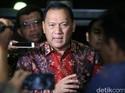 Di Depan Jokowi, Gubernur BI Pamer Inflasi 2017 Rendah