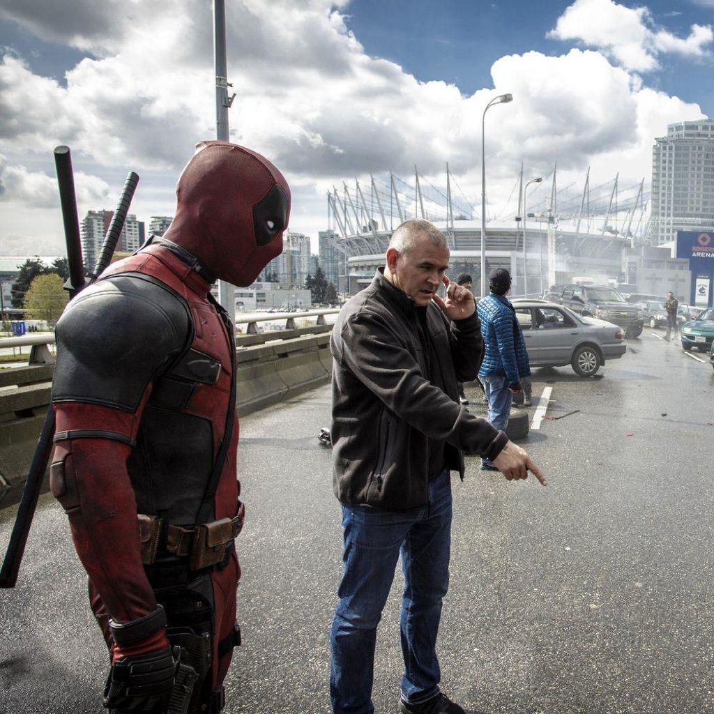 Stuntwoman Deadpool Hilang Kendali Saat Kendarai Motor