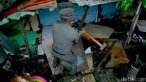 Bangunan Liar di Pinggir Rel KA Dibongkar
