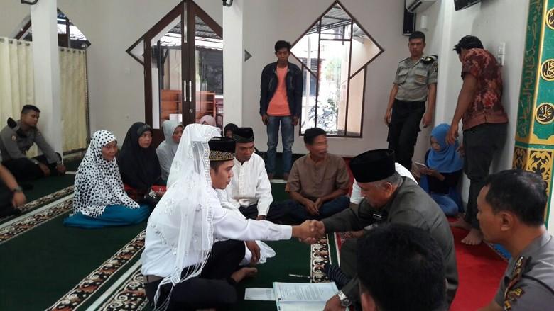 Tahanan ini Menikah di Kantor Polres Inhil Riau
