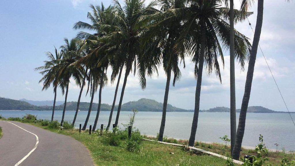 Jalan Mulus Pinggir Pantai, Ini Bukan Hawaii Tapi Lombok