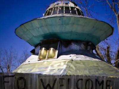 Cerita Orang yang Bikin Piring Terbang Supaya Alien Datang