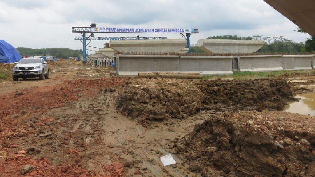 Jokowi Juga Genjot Pembangunan Tol Pertama di Kalimantan