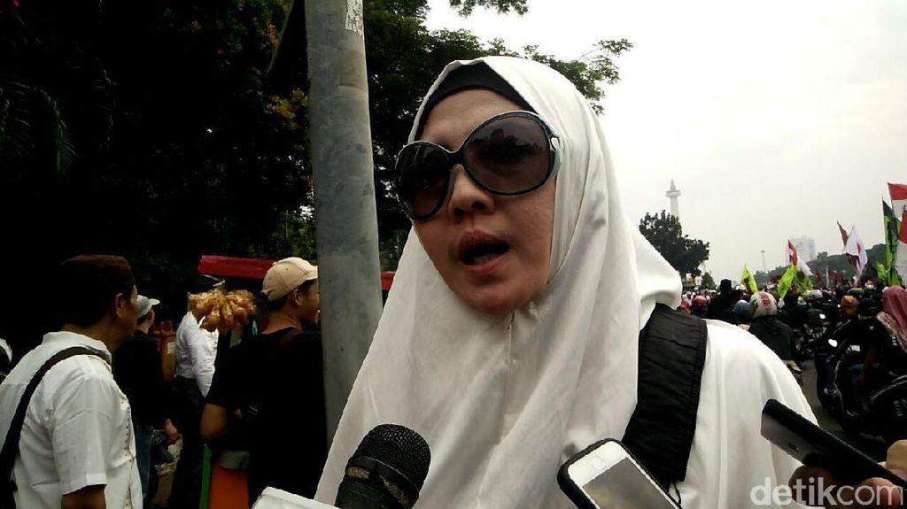 Peggy Melati Sukma Bagikan 2.500 Nasi Bungkus untuk Demonstran
