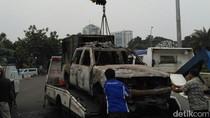 2 Mobil yang Dibakar dalam Kerusuhan 4 November Dievakuasi