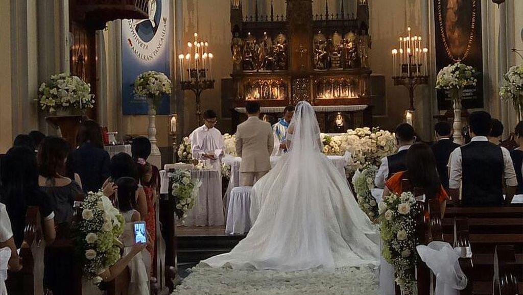 Cerita Pasangan yang Menikah di Kathedral Saat Demo 4 November