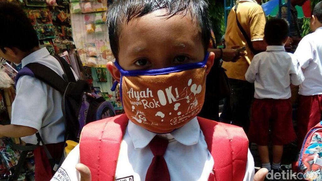 Mahasiswa Jember Kampanye Antirokok Melalui Masker Ken Arok