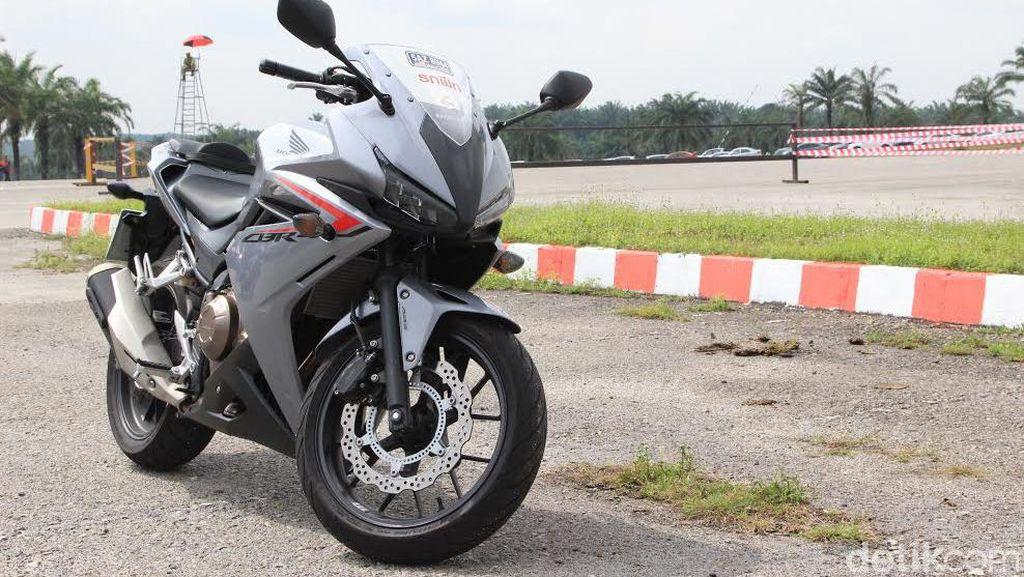 Membelah Jalan Thailand-Malaysia Bersama Honda CBR500R