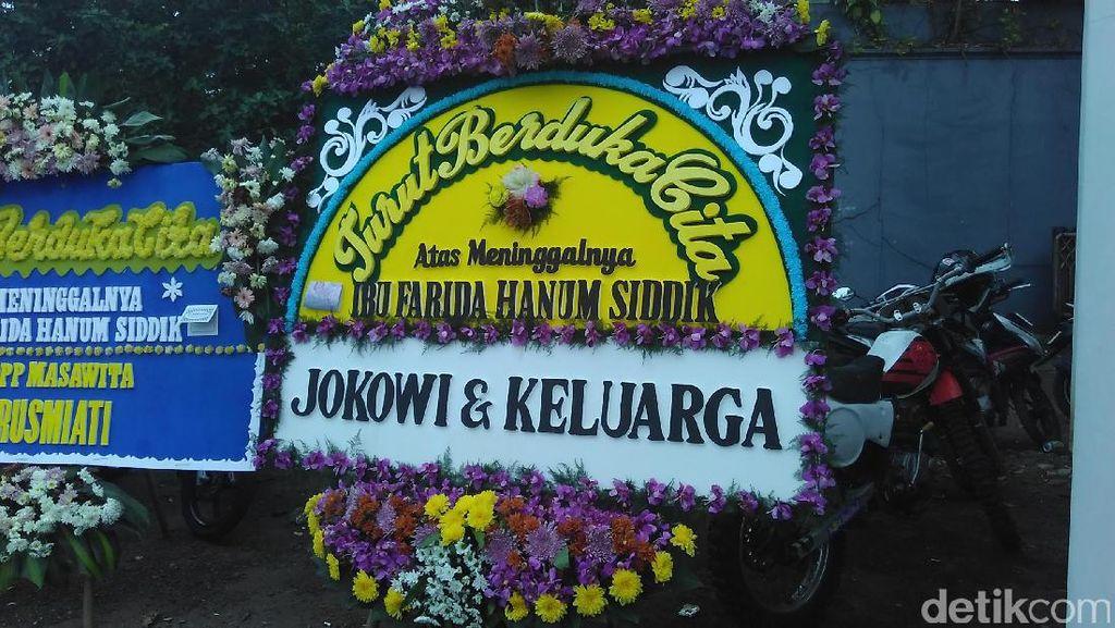 Presiden Jokowi Kirim Karangan Bunga Duka Cita untuk Ibunda Ashanty