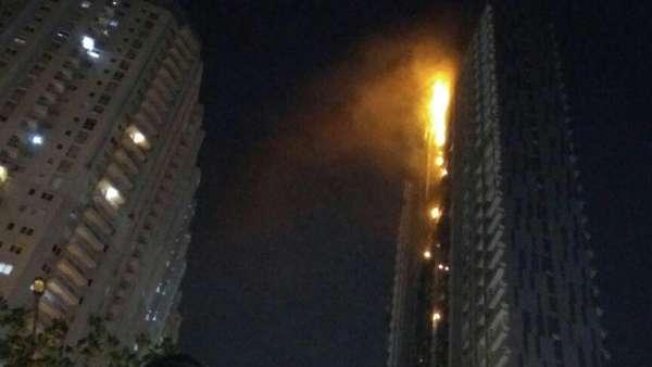 Unit Kecil Petugas Naik Bantu Padamkan Api, Siap Sisir Jika Ada Korban