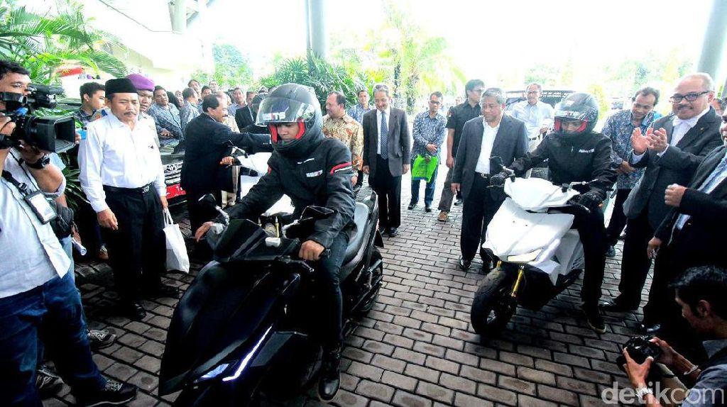 Tempuh 785 Km, Motor Listrik Gesits Tiba di Surabaya