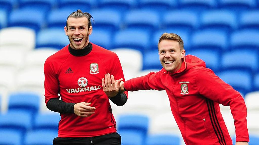 Pose Anti Mainstream Gareth Bale cs Sebelum Tanding