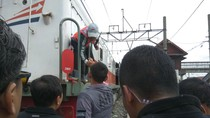 Agus Yudhoyono Sapa Petugas PT KAI dan Tukang Las Sepatu di Priok