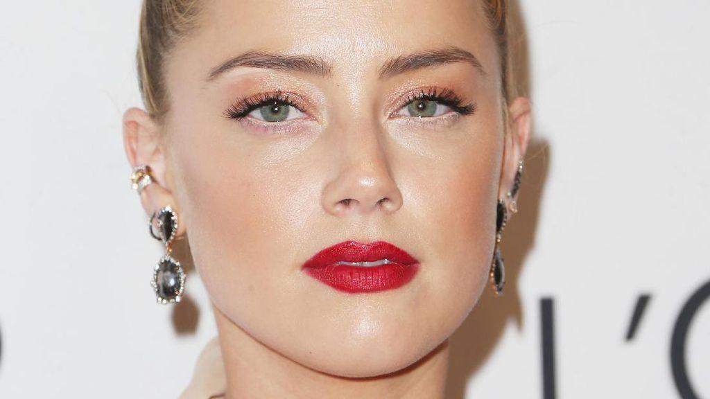 Foto: Kecantikan Amber Heard yang Memikat Hati Miliuner Tesla, Elon Musk