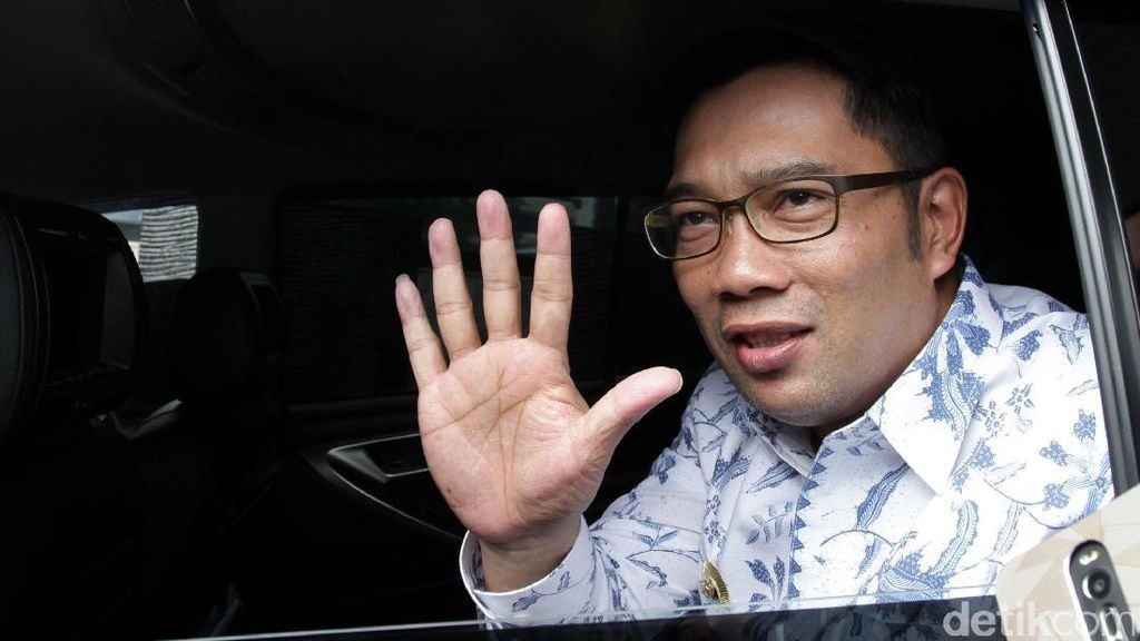 Ridwan Kamil: Baju Saya Sering Jadi Kantong Sampah Sendiri
