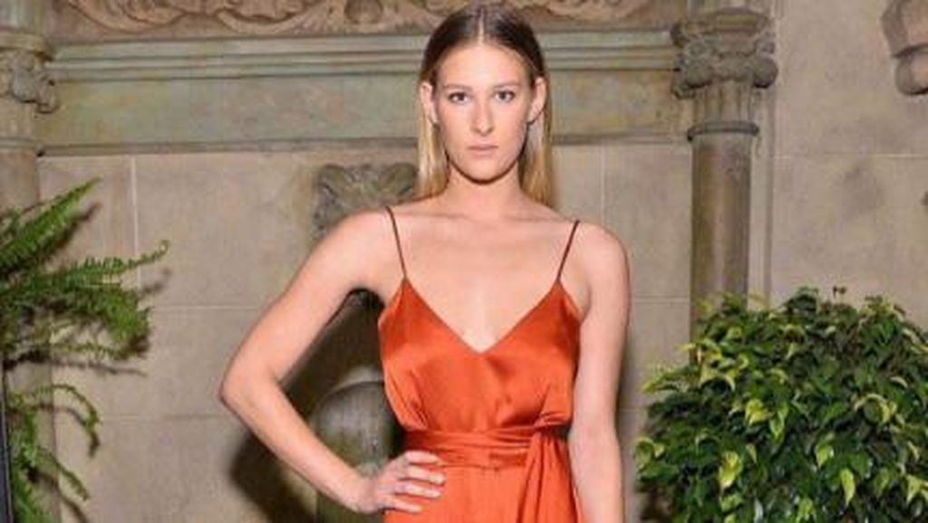 Next Big Thing, Putri Cantik Steven Spielberg Tanda Tangani Kontrak Jadi Model