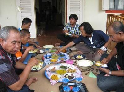 Hidup Akrab Ala Indonesia, Coba 5 Pesta Makan Tradisional Ini