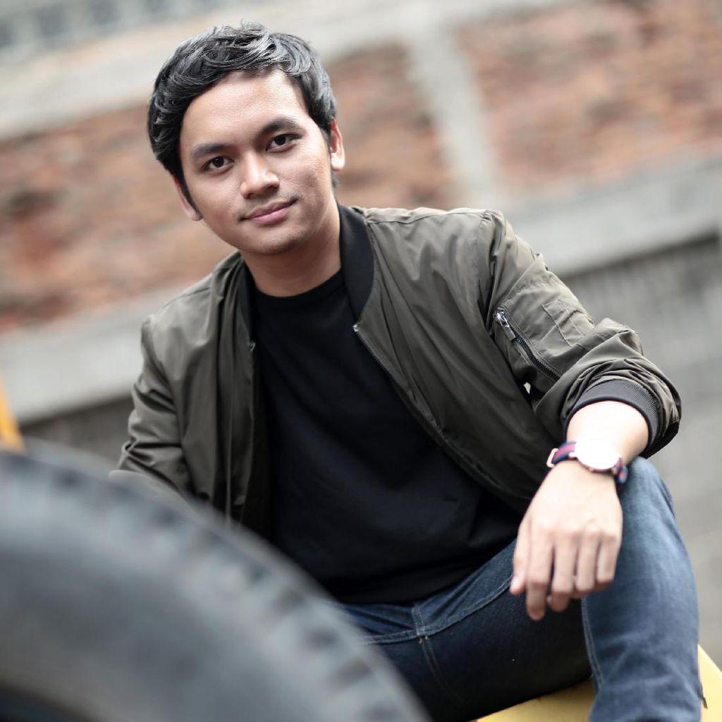 Calvin Jeremy Keliling Singapura di Video Klip Tak Berdua