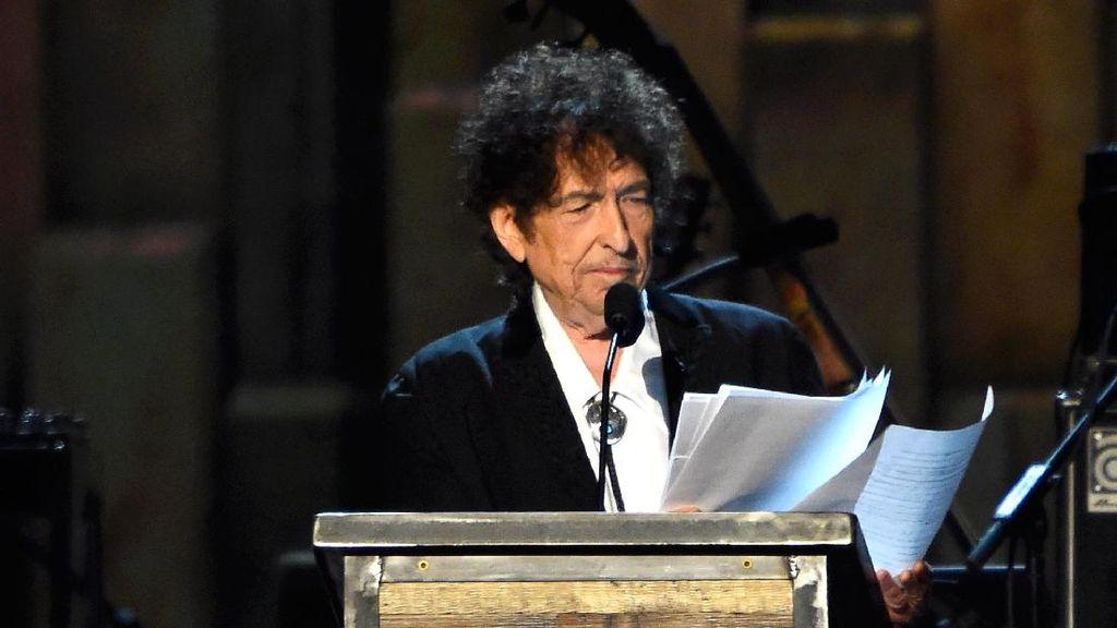 Bob Dylan Akhirnya Putuskan Terima Nobel Sastra Akhir Pekan Ini