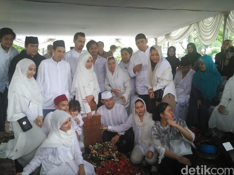 Sultan Djorghi Kuatkan Annisa Trihapsari yang Ditinggal Ayah