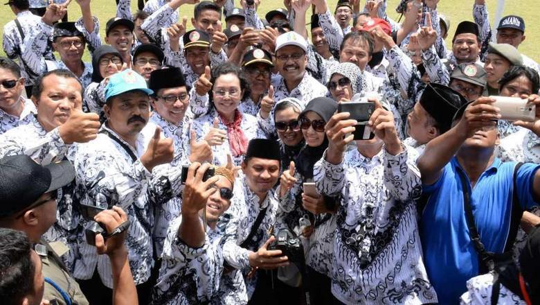 Guru Honorer DKI Tak Mereka - Jakarta Ada sekitar guru honorer di DKI yang tidak menerima gaji sejak bulan Januari Wakil Kepada Dinas Pendidikan