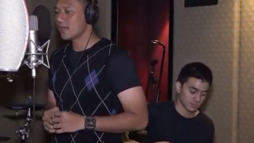 Agus Yudhoyono Nyanyi Lagu Dia: Mohon Dimaafkan Suaranya