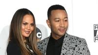 Golden Globe Salah Ketik Nama, John Legend Diejek Istri