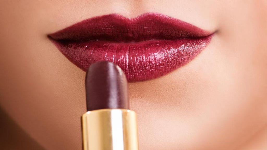 5 Kesalahan Pakai Lipstik yang Tak Disadari Wanita
