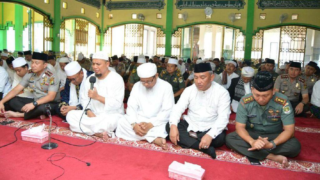 Ustad Arifin Ilham Pimpin Dzikir Bersama di Mapolres Depok