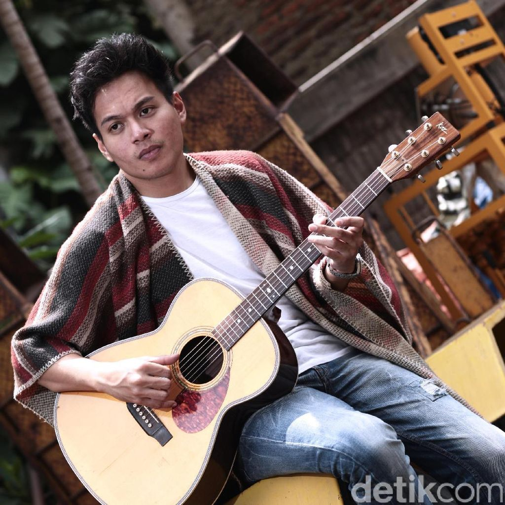 Tiga Lagu Favorit Rendy Pandugo