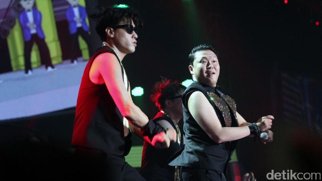 Psy Ternyata Kurang Sreg dengan Patung Raksasa Gangnam Style