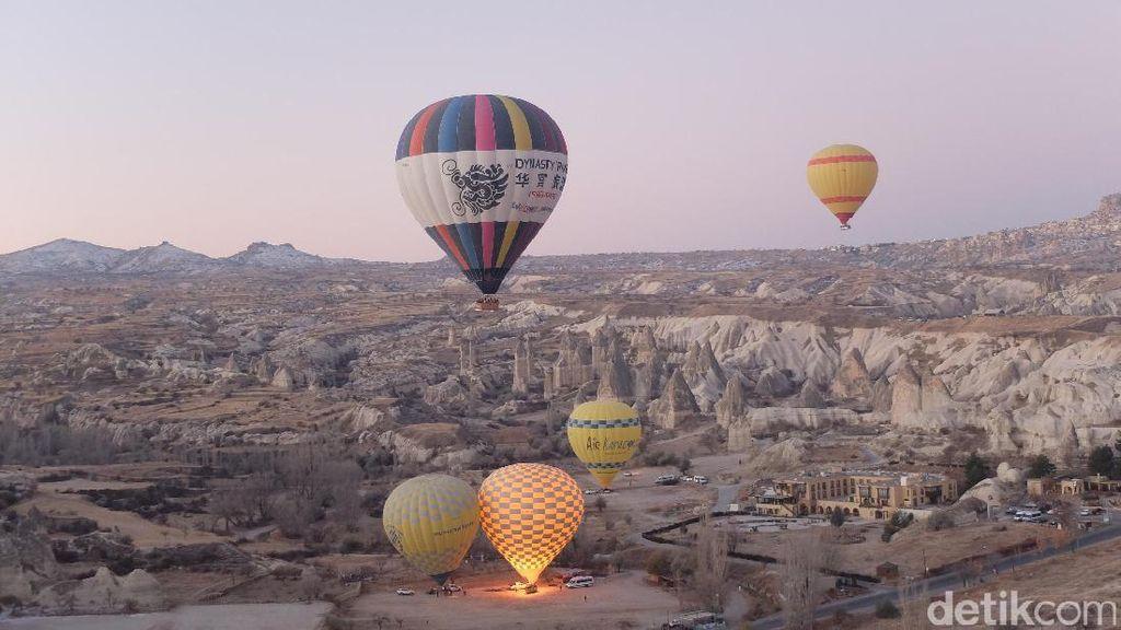 Sensasi Melayang di Langit Kota Batu Turki