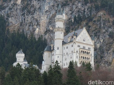 Berkunjung ke Istana Sleeping Beauty di Jerman