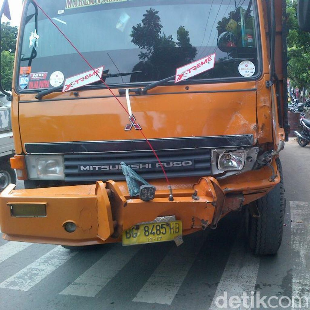 Seorang Pemotor Tewas Akibat Kecelakaan Beruntun di Semarang