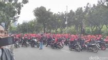 Ada Demo Buruh di Depan Balai Kota, Jl Medan Merdeka Selatan Ditutup