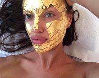 Masker Emas 24 Karat, Perawatan Andalan Model Victoria's Secret Sebelum Show