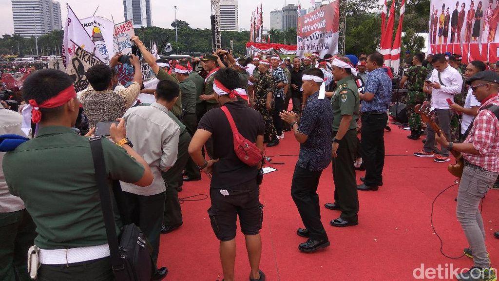 Duet Slank dengan Pangdam Jaya Tutup Apel Nusantara Bersatu di Monas