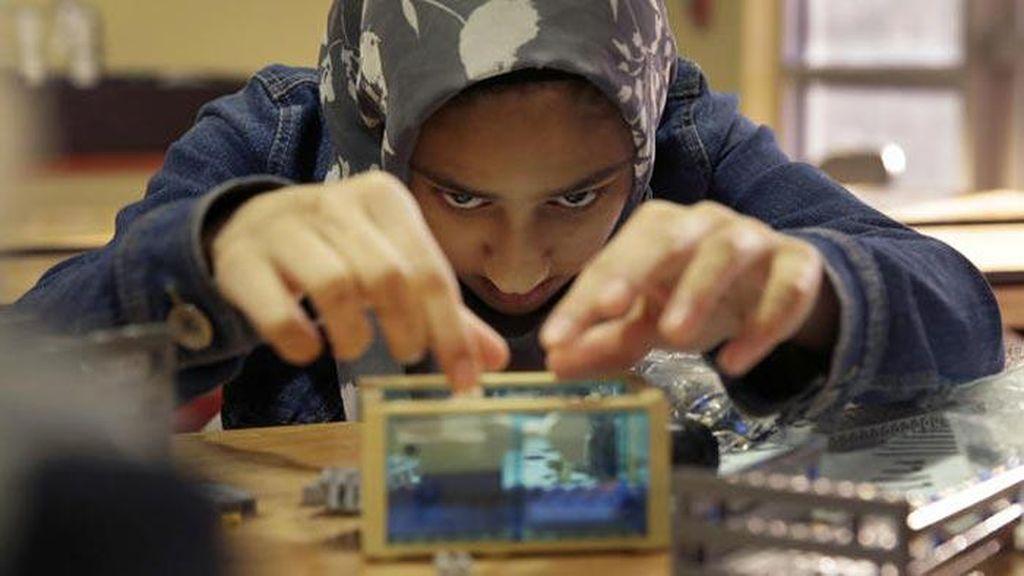 Cara Keren Protes Donald Trump: Menang Kompetisi Robot