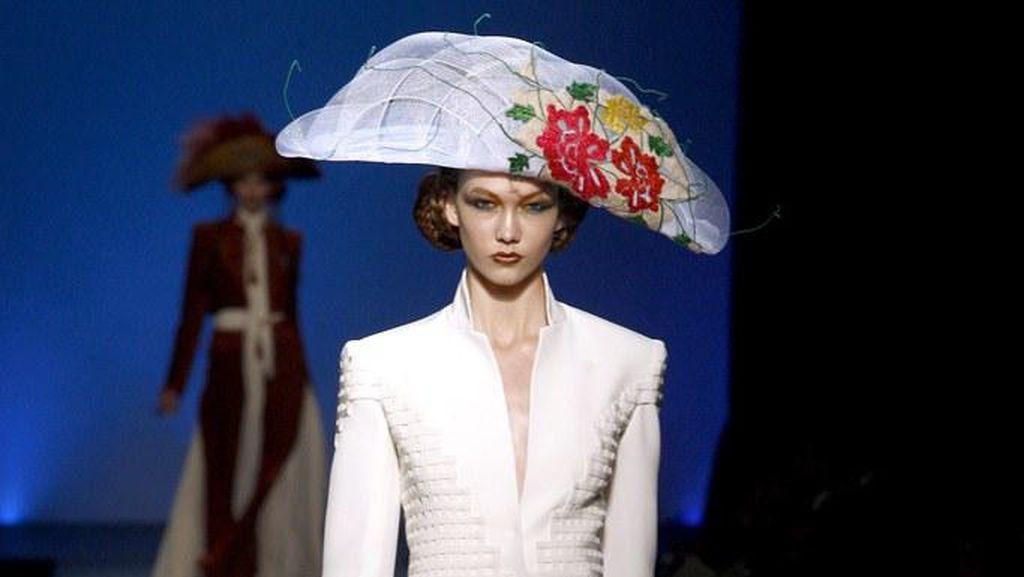 Foto: Barang Branded Jutaan Rupiah yang Mirip Jaket Go-Jek Sampai Tas Pasar