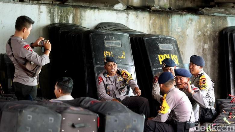 Sempat Ricuh, Polisi Kawal Pentas Seni di Kampus Unis Tangerang