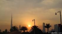 Sunset Berlatar Gedung Tertinggi Sedunia, Memang Beda!