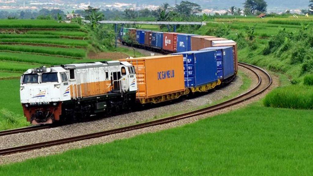 Kereta Barang Bandung-Purwakarta-Gresik Mulai Beroperasi