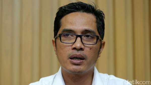 KPK Sita 28 Stempel Kementerian di Kantor Penyuap Patrialis Akbar