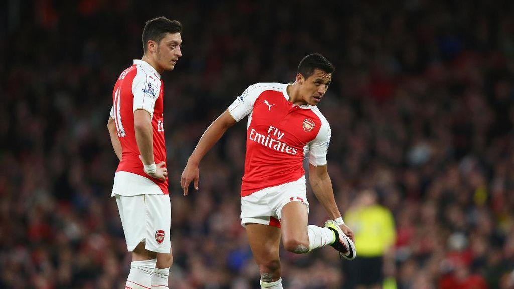 Pires Nilai Sanchez dan Oezil Krusial untuk Stabilitas Arsenal