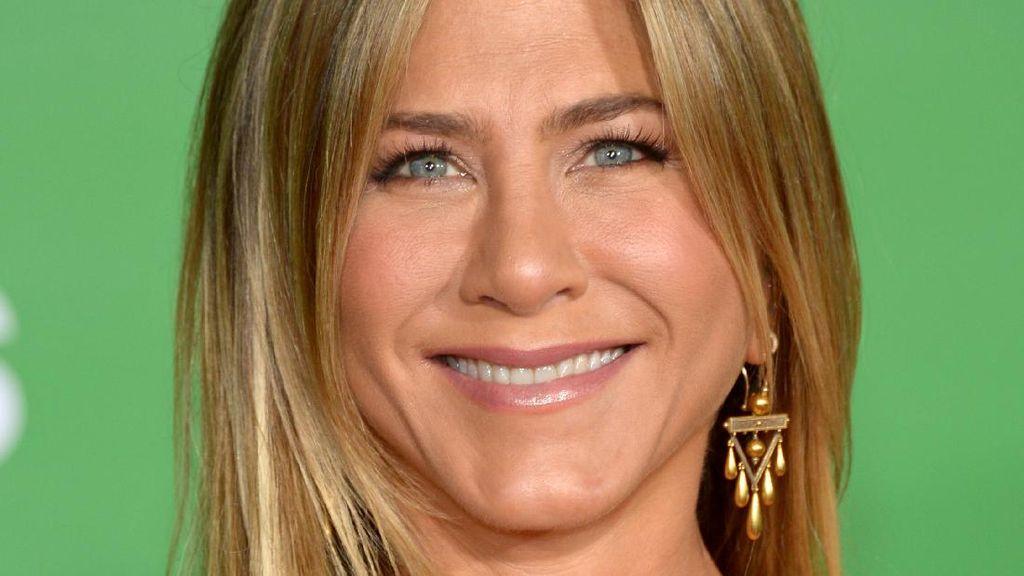 7 Selebriti Wanita Cantik yang Mengaku Jarang Keramas