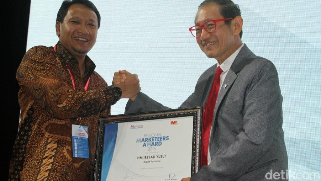 Bupati Pasuruan Raih Penghargaan Regional Marketeers Award 2016