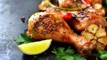 Video Resep: Sedapnya Ayam Berbumbu Pedas yang Menggoda Selera